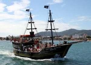 barco-pirata-capitão-gancho-martin