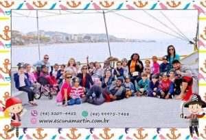 crianças-barco-pirata