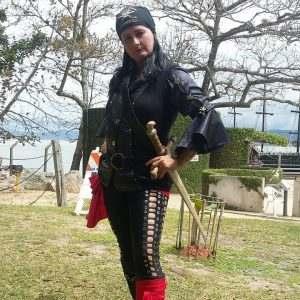 mulher-pirata-espada