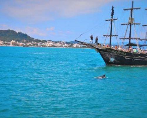 Passeio de Barco Pirata em Florianópolis, Santa Catarina.
